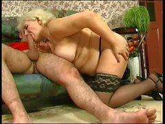Granny russe veut du sexe de jeune homme