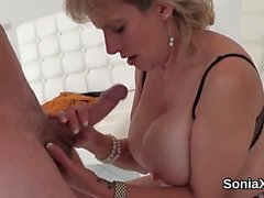 Cheating uk mature lady sonia exposes her big jugs