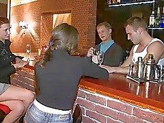 Betrunkener jugend Küken nagelt etwa im Leiste