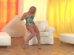 Silvia Saint Cornea Single Girl