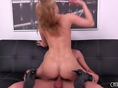 Foxy babe Amber Ashlee gets drilled on the couch and gives him head