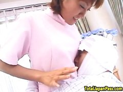 infirmière japonaise obtient sa chatte poilue claqué