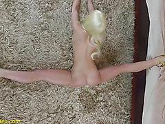 Flexi dancer shows extraordinary poses