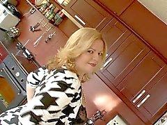 Fat vagabunda amadora Carmen mostrando grande bunda buceta grande e peludo