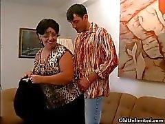 Kiimainen mummo imeeonnekas nuori kaveri part3