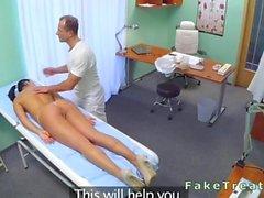 Massage des médecin et de baises belle infirmière