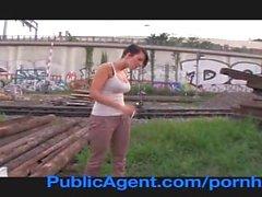 Pick up Emylia Argan