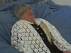 Granny Gang Bang mit einem Einige