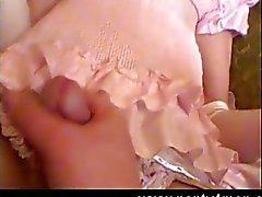 Crossdressing mocinha tem vibrador na sua bunda