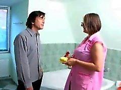 Gözlük banyo seksi seksi ev kadını düzüşmüşler