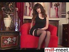 Date her on milf-meet - great looking milf with nice bus