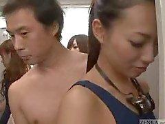 Hombre desnudo invisibles de mujeres vestuarios