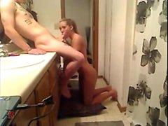Lezzetli sarışın sevgilim tuvalete çarptı