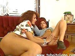 Simona Valli lesbicata con una Rossa