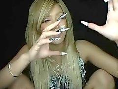 Ленские длинными ногтями и сигарет