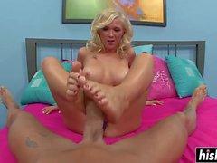 Blonde babe enjoys using her feet