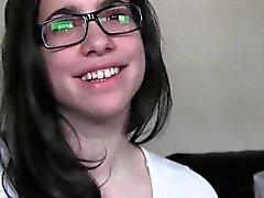 Adolescente en gafas chupar y de el montar polla dentro PDV