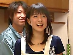 Ev eşi mutfakta arkasından becerdin - Nana Nanaumi küçük minnettar göt ass