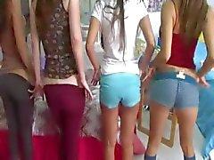 Yarak zevk İki genç üniversiteli kızlar