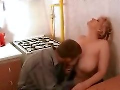 Betrunken Milf Sucks Zu Teens Tier Penis