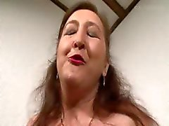 Pierced Granny в бисексуалов секс втроем