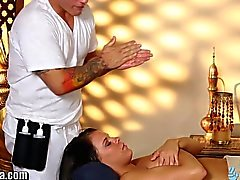 TrickySpa Client Fucks Masseur To Win Contest