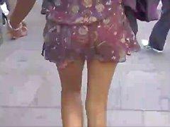 азиатов никогда ходьбы без штанов по городе
