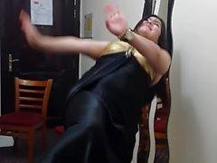 Afghani girl dannce