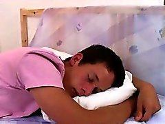 Denis Reed vaknar upp söta Tommy vitt och knullar hans arsle