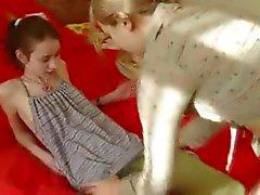 Genç Ivana onu girlfirends kıçını şerit