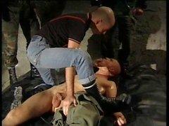 Skinhead-Bande brutal ficken sub boi