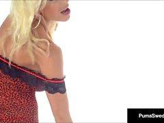 Busty Blonde Puma Swede Fingers Anus pendant que vous cum pour elle!