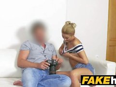 Fake Agent Tall Skinny Glamour modelo en Sweaty Casting Fuck sofá