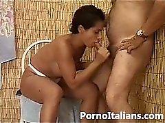 Mora tettona italiana tradisce marito cornuto - italian porn milf