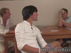 Flyttar ung homosexuell pojke porn massage- Jason som djup i halsen i Codys weenie