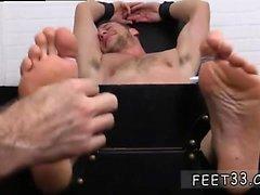 Молодежь ножки Гомосексуальная порнография Кенни Tickled Во прямой жакет