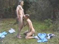 Jungen in einer Forrest-Weinlese