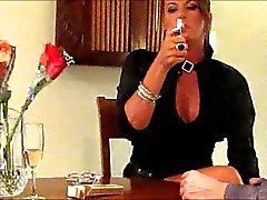 Сексуальная курите В.С. сто двадцать -х и мастурбирует