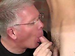 Filmes pornográficos gays do um garoto de cabelos louros curtos espancar As Sch