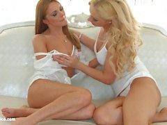 Sormeen Fun Sapphic Erotiikka Melanie Kulta ja Dominica Kettu lesbot