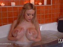Tvål franskt blonda Anastasia bra på Big Tits Badsalt