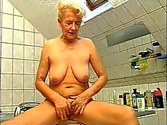 Granny vs two dick