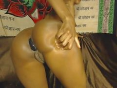 Camgirl drills her tight ass on camsyz(dot)com