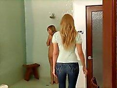 Mogen kvinna förför ung flicka ... F70