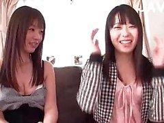 Petits nichons japonaise la chatte la masturbation