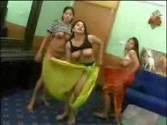 Facebook - Jeunes arabes dansent a poil dans une video bizarre