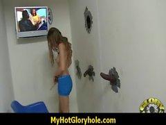 De Hottie chupa el Verga Negro En el Club Gloryhole 15 de