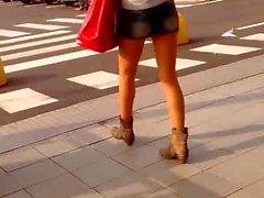 ragazza in minigonna