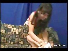 Brezilyalı civcivkanepe üzerinde virajlı ve kıçını onun arkadaşı tarafından yaladı alır