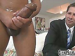 Gros sexe noire sucer par tenon en maillot